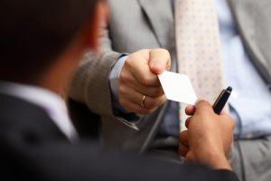 how-to-hand-someone-your-business-card-in-a-professional-manner